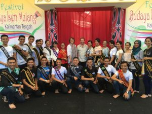 Isen Mulang Festival contest participants