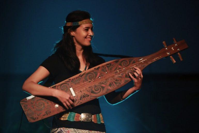 Alena Murang and her sape