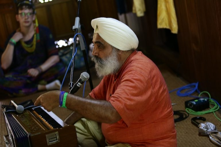 Dya Singh talking to the audience at the Rainforest World Music Festival