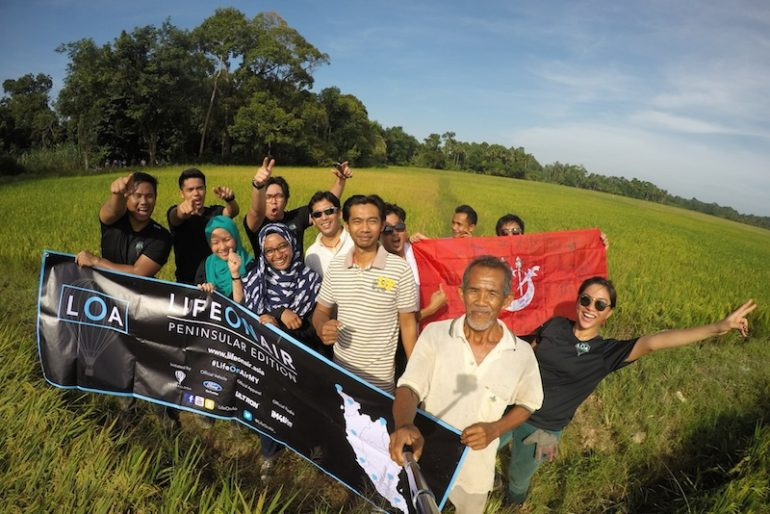 After flight photo with Mr Eddin Khoo and locals at paddy field