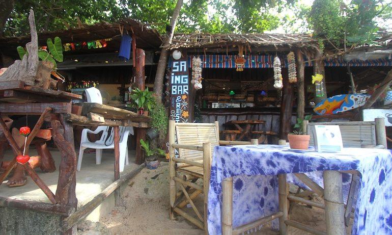Saing restaurant where breakfast is served