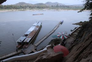 A glance of the Mekong from the upper cave