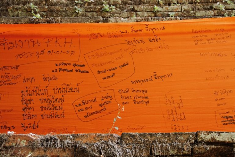 Write your name across the orange kilometric fabric
