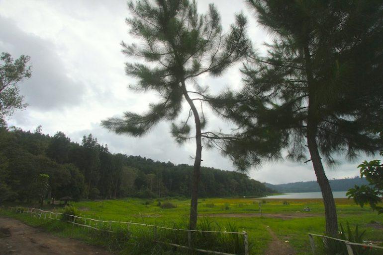 End of the road at Lake Buyan