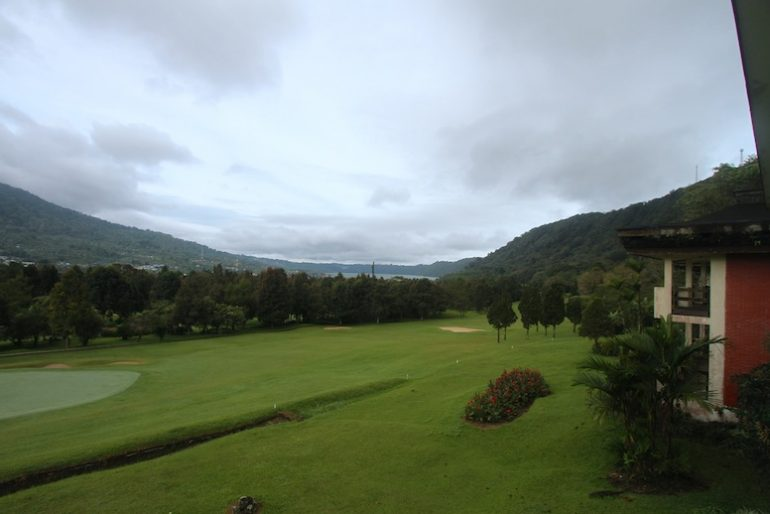Course and lake under the rain