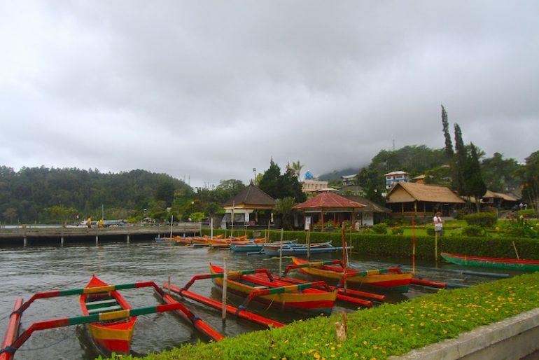 Outrigger boats take tourists to a sail on Beratan Lake