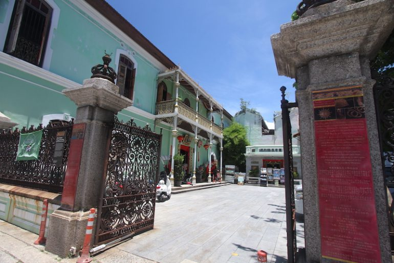 Peranakan Mansion outside courtyard