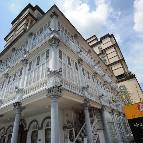 Colonial building hosting the Sarawak Textile Museum