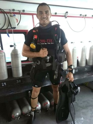 BECOME A DIVE MASTER
