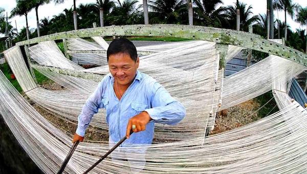 Making tong teck ping in Sibu