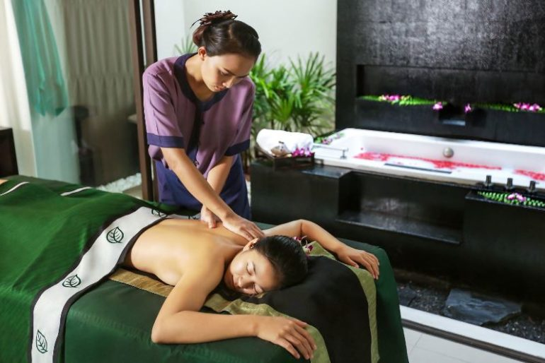 One of Banyan Tree Samui's spa therapists in action